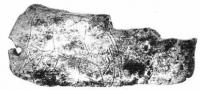 Пластинка из мамонтовой кости — найдена на стоянке Мальта в Прибайкалье. Скорее всего её носили на шее, на шнурке, продетом через отверстие слева.